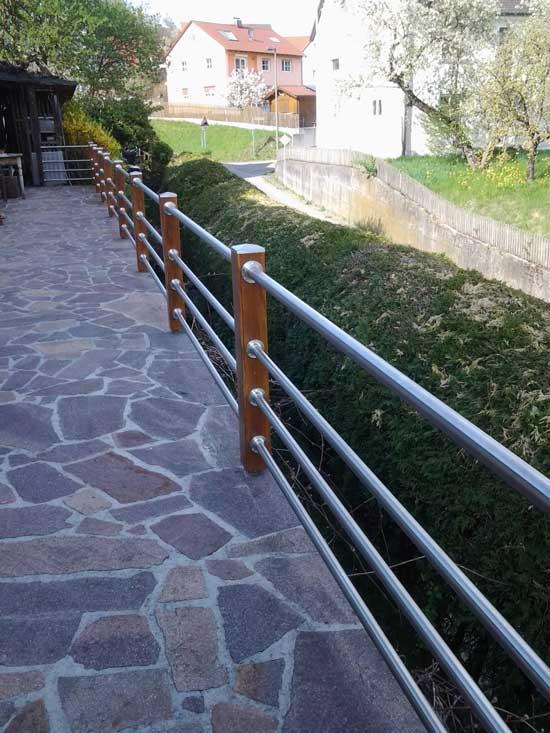 terrassengel nder aus holz und edelstahl selber bauen. Black Bedroom Furniture Sets. Home Design Ideas