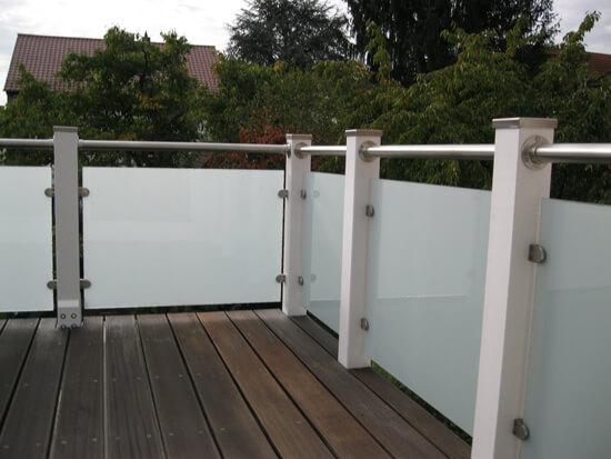 Außergewöhnliche Glas Geländer für Holzterrasse - Kundenprojekt Fotos XH87